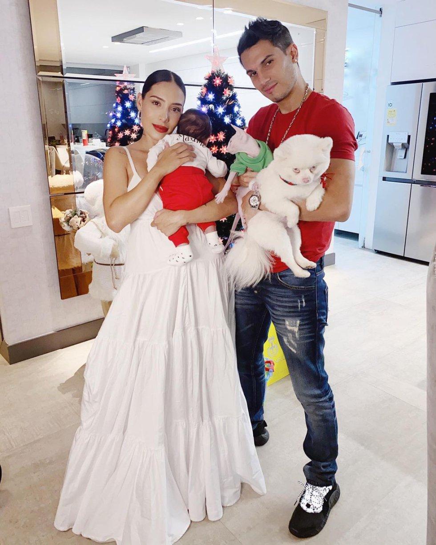 El cantante Pipe Bueno y la influencer Luisa Fernanda W compartieron la navidad junto a su pequeño hijo Máximo.