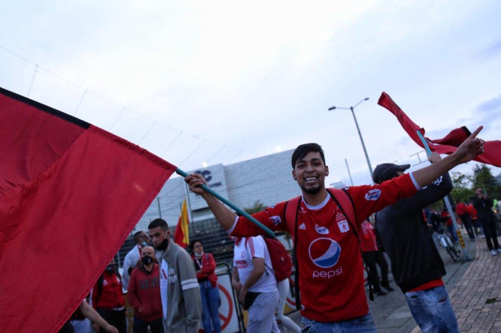Liga Colombiana: Aglomeraciones de hinchas y pocas medidas de bioseguridad en final del FPC