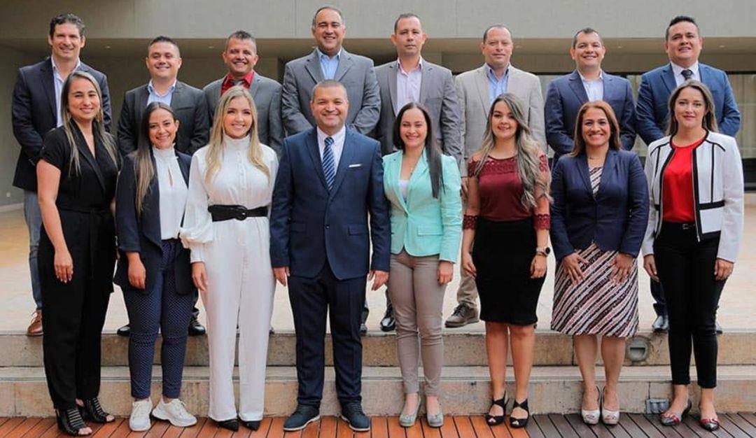 Piden renuncia de funcionarios de la Alcaldía de Pereira: Alcalde de Pereira  le solicitó la carta de renuncia a todo su gabinete | Pereira | Caracol  Radio
