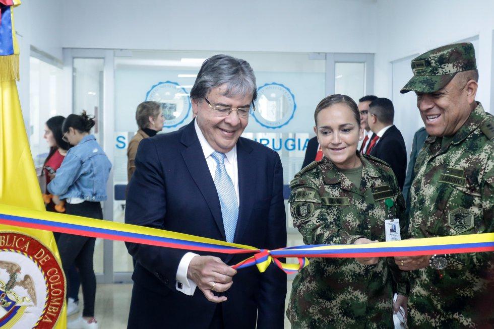 Ministro de Defensa Carlos Holmes Trujillo inauguró nuevas salas de cirugía en el Hospital Militar Central.