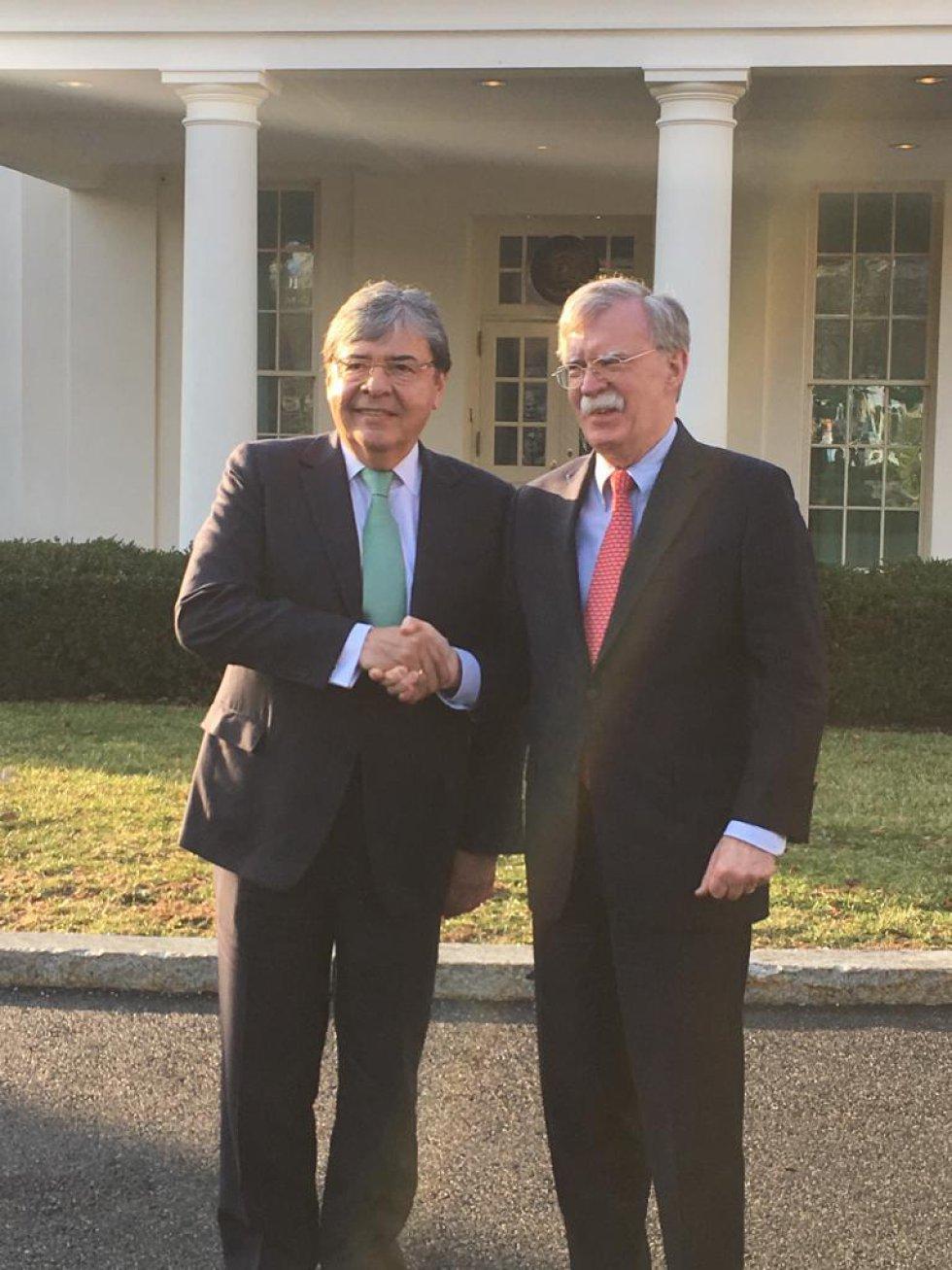 Carlos Holmes Trujillo a la salida de una reunión en la Casa Blanca con el consejero de seguridad, John Bolton.