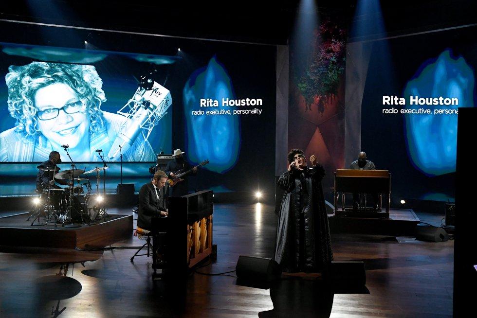 Homaneje de Chris Martin y Brittany Howard durante la ceremonia 63 de los premios Grammy
