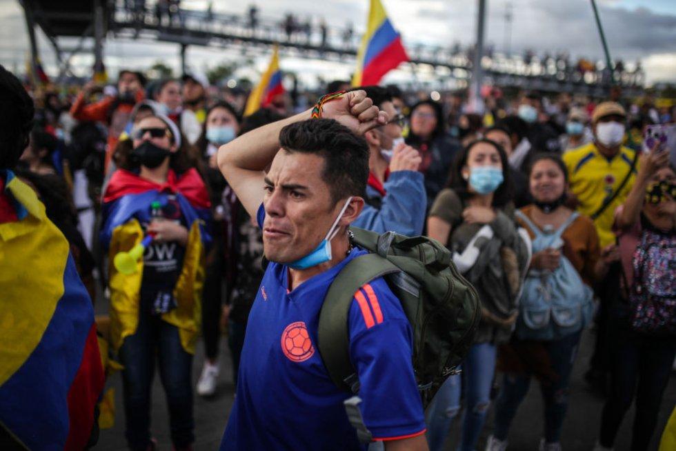 El domingo 2 de mayo, el presidente Iván Duque anunció el retiro de la reforma tributaria. Pese a este anuncio, los manifestantes y el Comité del Paro informaron que las manifestaciones continuarían.