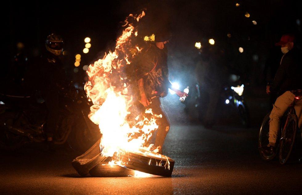 La protesta se desbordó en muchas ciudades del país, en el día la mayoría de las movilizaciones eran pacíficas, pero en la noche las cosas cambiaban.