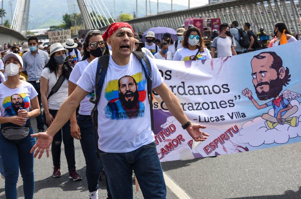 También hay quienes se han convertido en símbolo de este paro, es el caso de Lucas Villa, el líder estudiantil que fue baleado en el viaducto de Pereira y falleció el 11 de mayo.