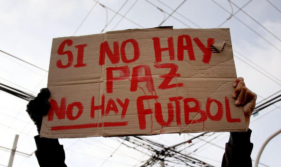 El 12 de mayo, los gases lacrimógenos llegaron hasta el estadio Romelio Martínez en Barranquilla, varios partidos de Copa Libertadores estuvieron afectados por las protestas, como el juego entre Junior v.s River Plate y América vs. Atlético Mineiro