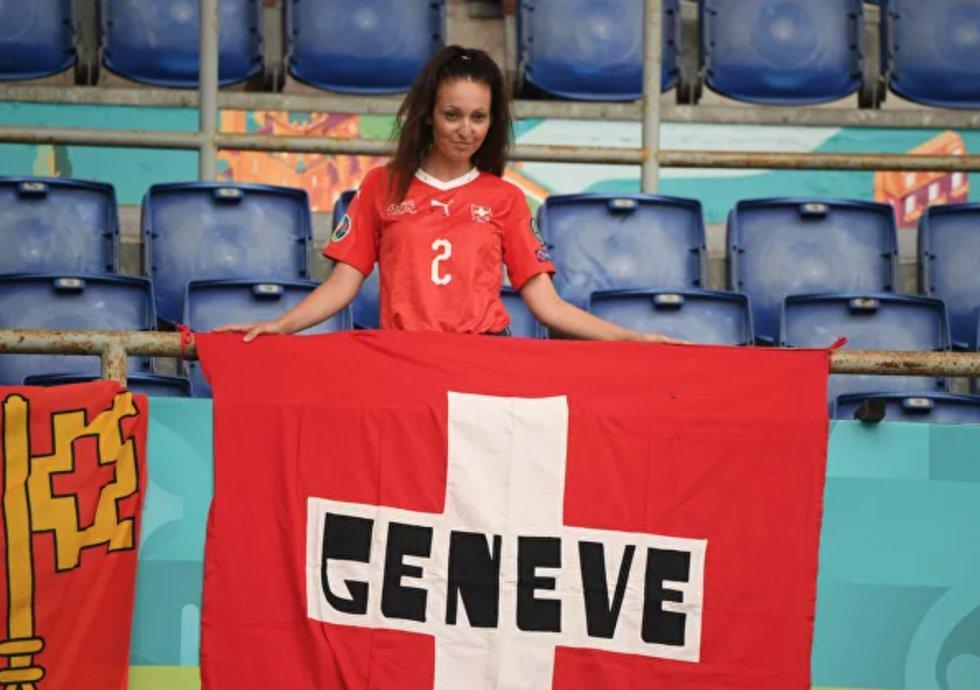 Fanática suiza antes del partido de la fase de grupos de la Eurocopa 2020 entre las selecciones de Italia y Suiza en el Estadio Olímpico de Roma, que finalizó con una victoria 3-0 para los italianos.