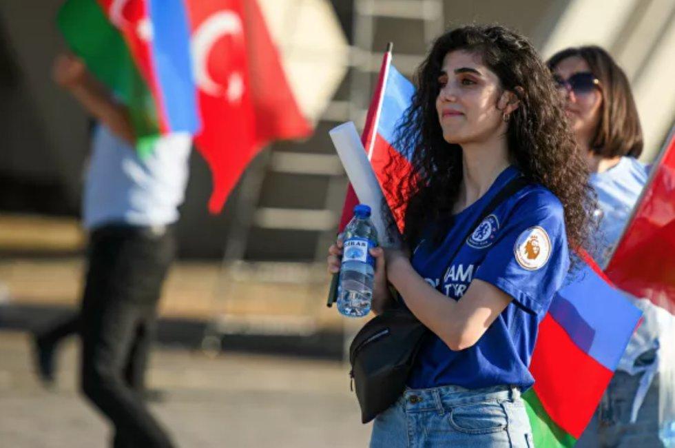 Fanática turca antes del inicio del partido de la fase de grupos de la Eurocopa 2020 entre las selecciones de Turquía y Gales en Bakú, que finalizó con una victoria 2-0 para Gales.