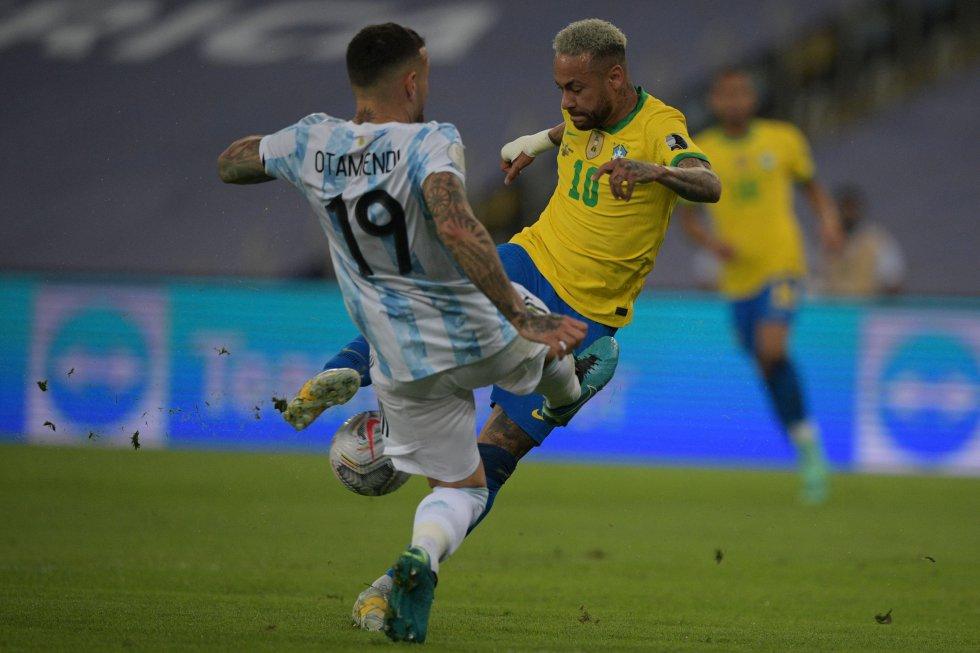 Nicolas Otamendi y Neymar