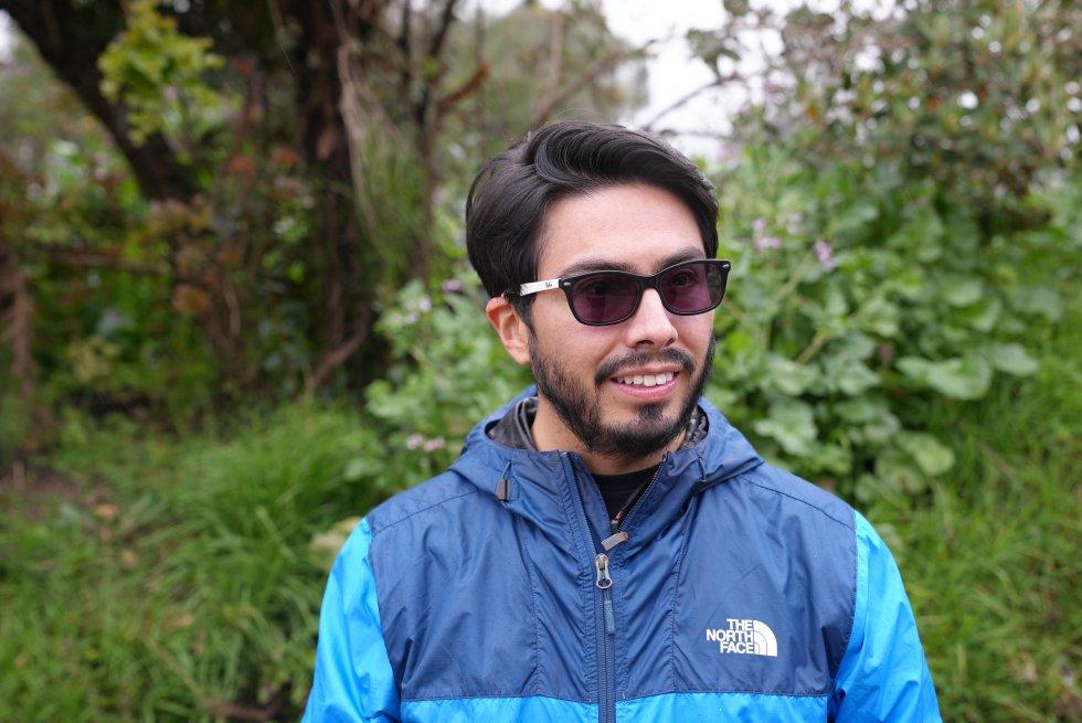Jorge Escobar es el director de Humedales Bogotá, una fundación que lleva más de 10 años cuidando los humedales de la capital. Cada mes organiza caminatas con la comunidad por el páramo de Chingaza para que conozcan las lagunas de alta montaña, ecosistemas de donde proviene el agua que bebe Bogotá