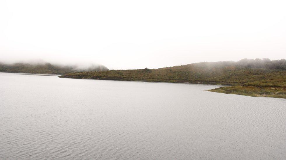 El embalse de Chuza fue construido en 1982. Es alimentado por las aguas de los ríos Guatiquía y Chuza, que nacen en el páramo de Chingaza. De este lugar proviene el agua que consume el 80% de los bogotanos