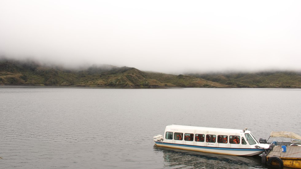 El embalse de Chuza cuenta con cerca de 230 millones de metros cúbicos de agua, líquido que es transportado por varios túneles de 32 kilómetros hacia el embalse de San Rafael. De Chingaza salen cerca de 14 metros cúbicos por segundo de agua