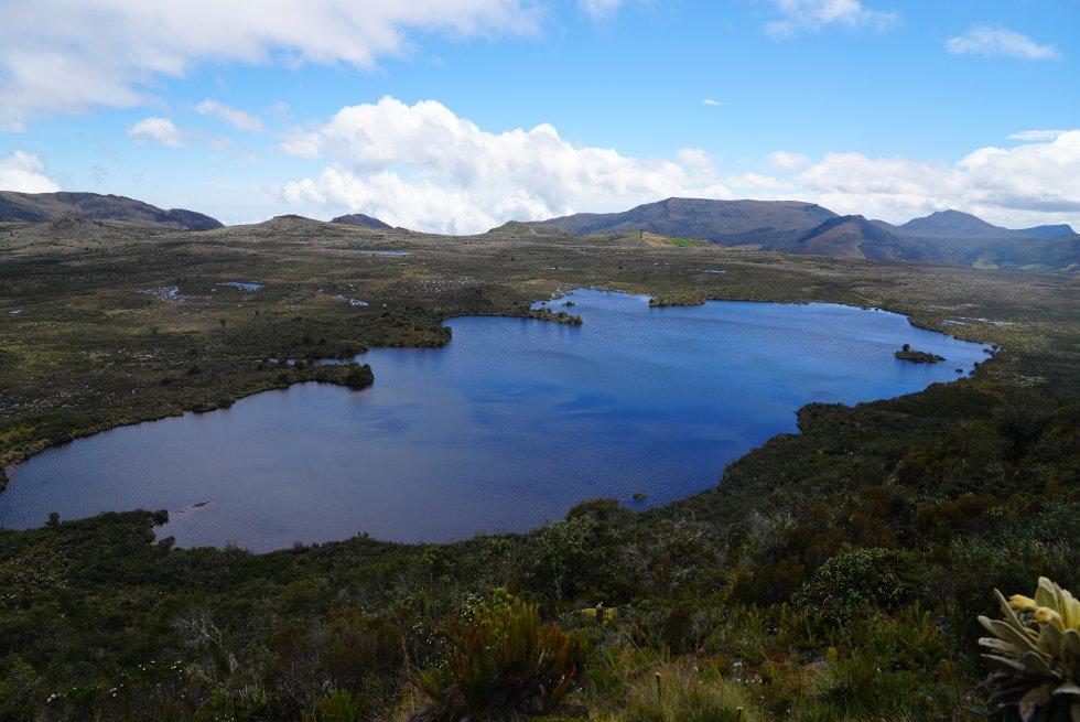 La laguna Verde, ubicada en lo más alto de Tausa, es la encargada de que parte de la población del norte de Bogotá tenga agua. Allí nace el río que más surte al embalse del Neusa
