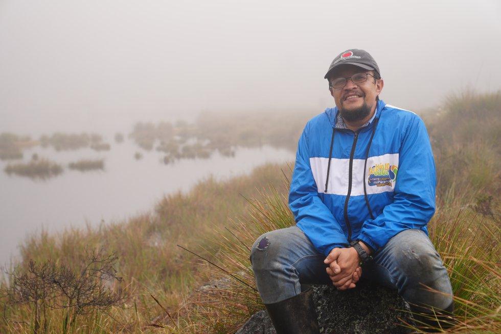 Edwin Navas conoce con lujo de detalles las lagunas del Cornal, un tesoro hídrico de los municipios de Cácota y Silos que fue sagrado para los indígenas. Con su proyecto 'Alojamientos rurales Shambala', lleva a los turistas a recorrer esta zona y les cuenta sobre su importancia ambiental y ancestral.