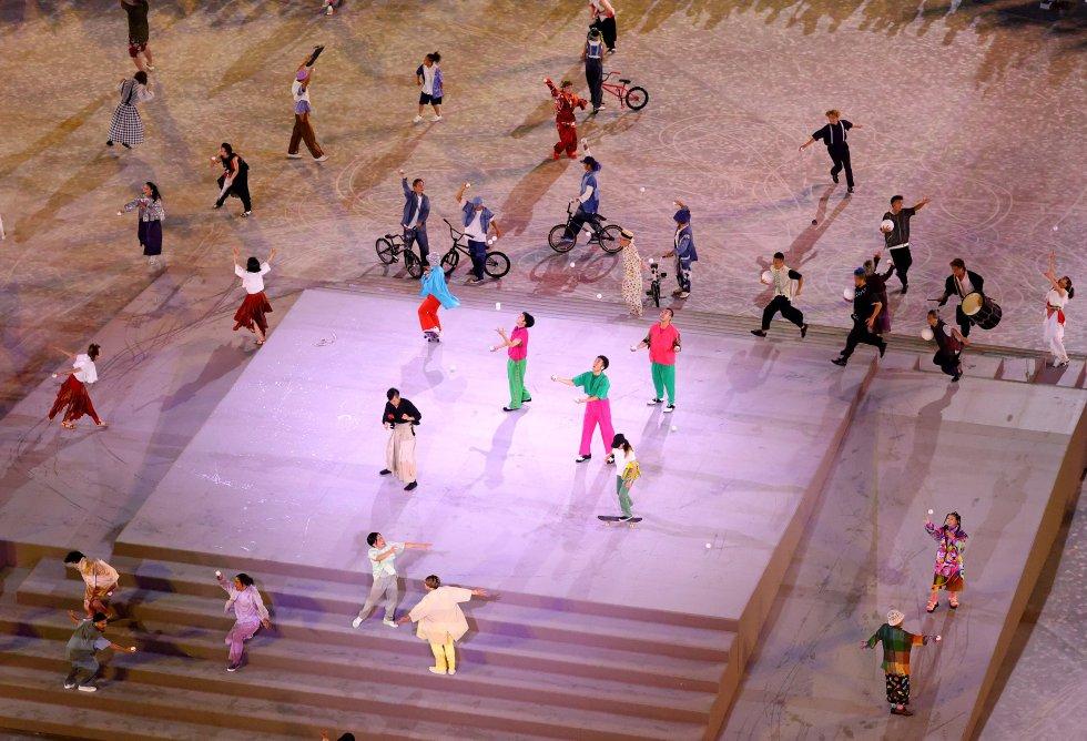 Presentación de bailes y deportes como el skateboarding