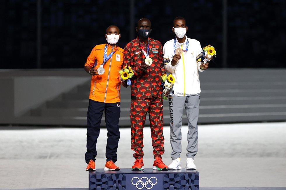 Coronación del podio en la maratón olímpica