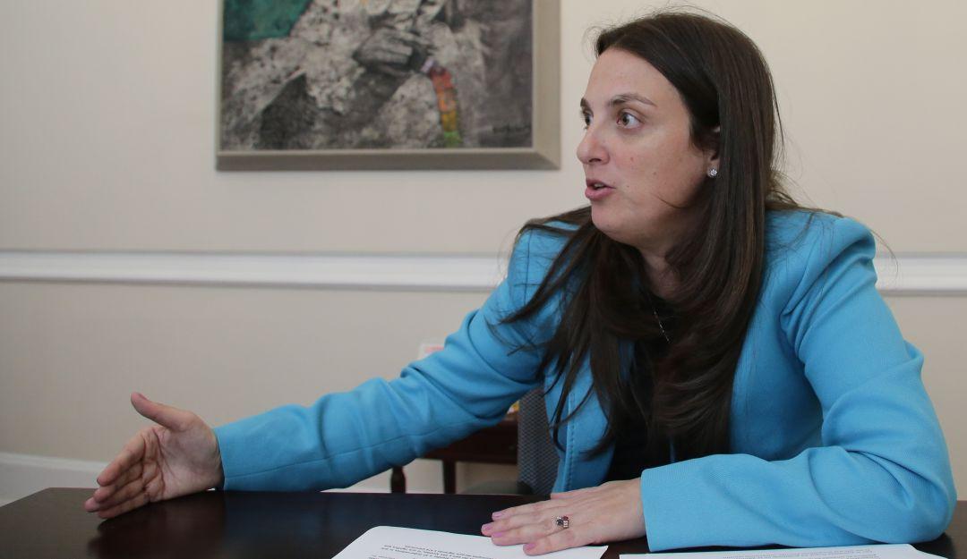 Presunta corrupción: Piden renuncia de MinTic, Karen Abudinen, por contrato  de $70 mil millones   Política   Caracol Radio