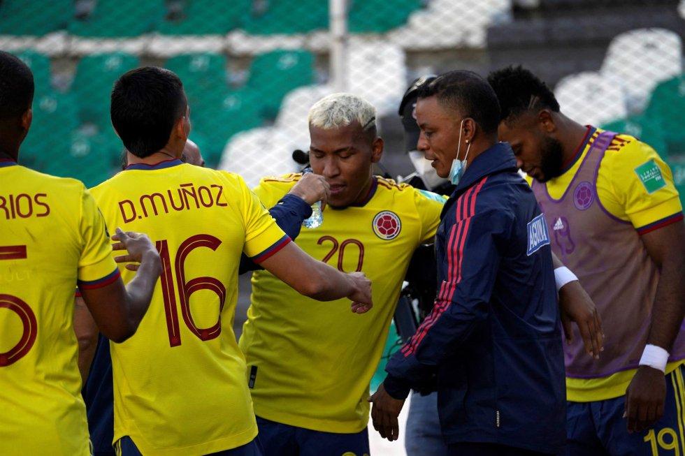 Celebración del gol de Roger Martínez