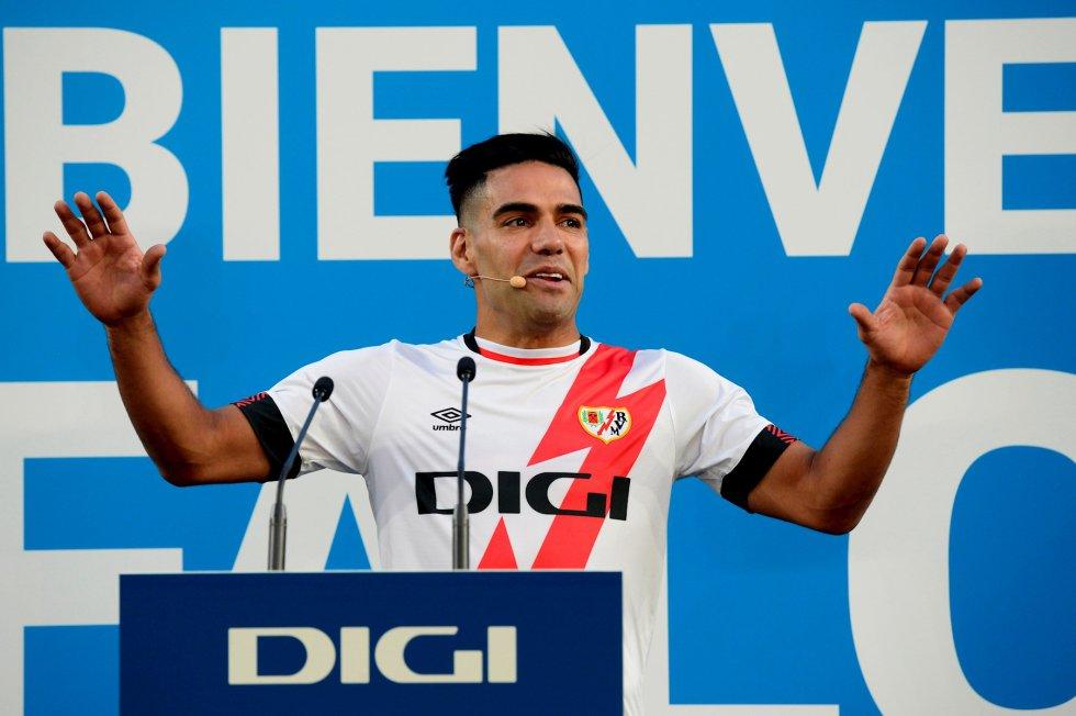 Fotos Falcao Rayo Vallecano: En imágenes: Falcao fue presentado ante su nueva afición en Vallecas